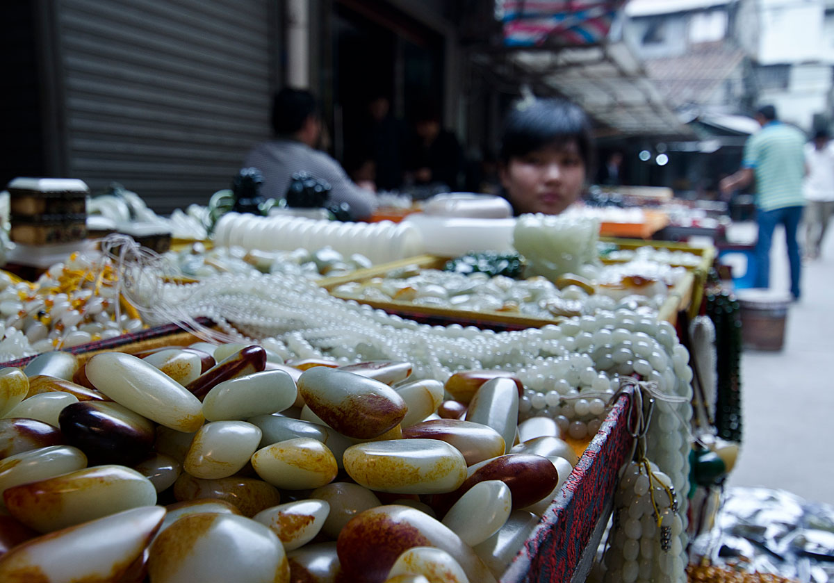 What appears to be Chinese nephrite in Guangzhou's Hualin Street jade market. Lotus Gemology on jade, nephrite, jade treatments.