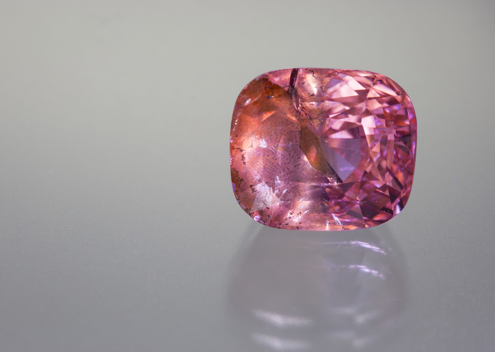 The 14-ct sapphire that is the subject of this report. Photo: Wimon Manorotkul/Lotus Gemology