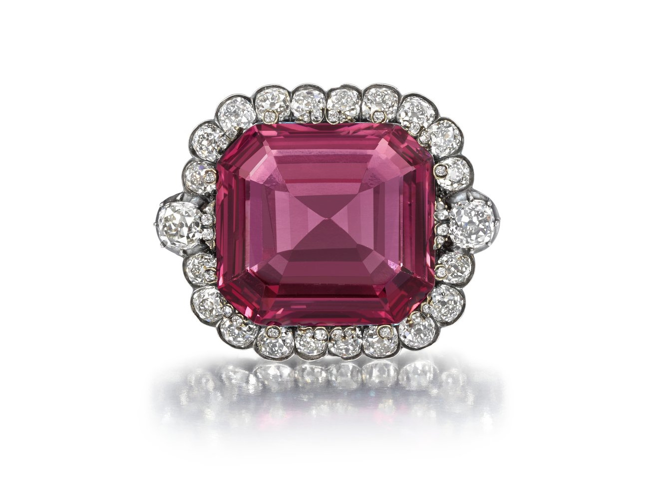 On 24 September 2015, the Hope Spinel sold for $1,464,661 ($29,217/ct), a new auction per carat record for spinel.