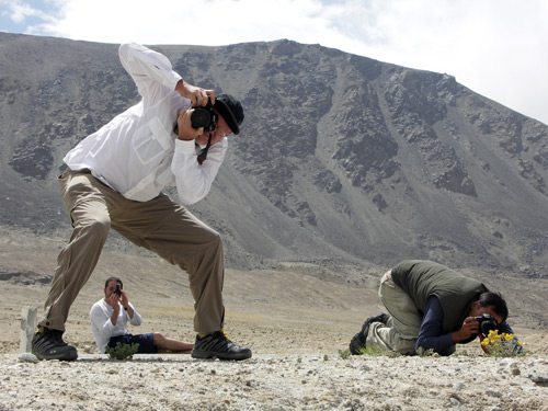 Photomaniacs Richard Hughes, Guillaume Soubiraa and Surat Toimastov gettin' some along the Pamir Highway. Photo © Vincent Pardieu/fieldgemology.org