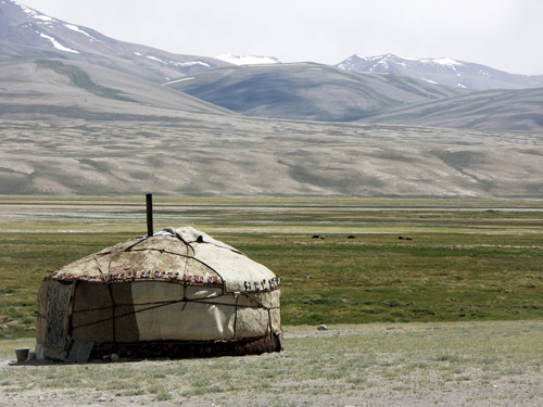 Welcome to Yurtistan A solitary yurt stands on the plain south of Murghab, in Tajikistan's far eastern region. Photo: Vincent Pardieu/fieldgemology.org