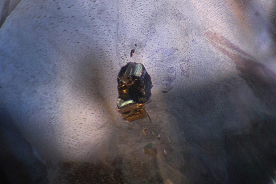 Pressure-heated sapphire before (left) and after (right) treatment. In this case, the treatment caused serious damage to the stone.