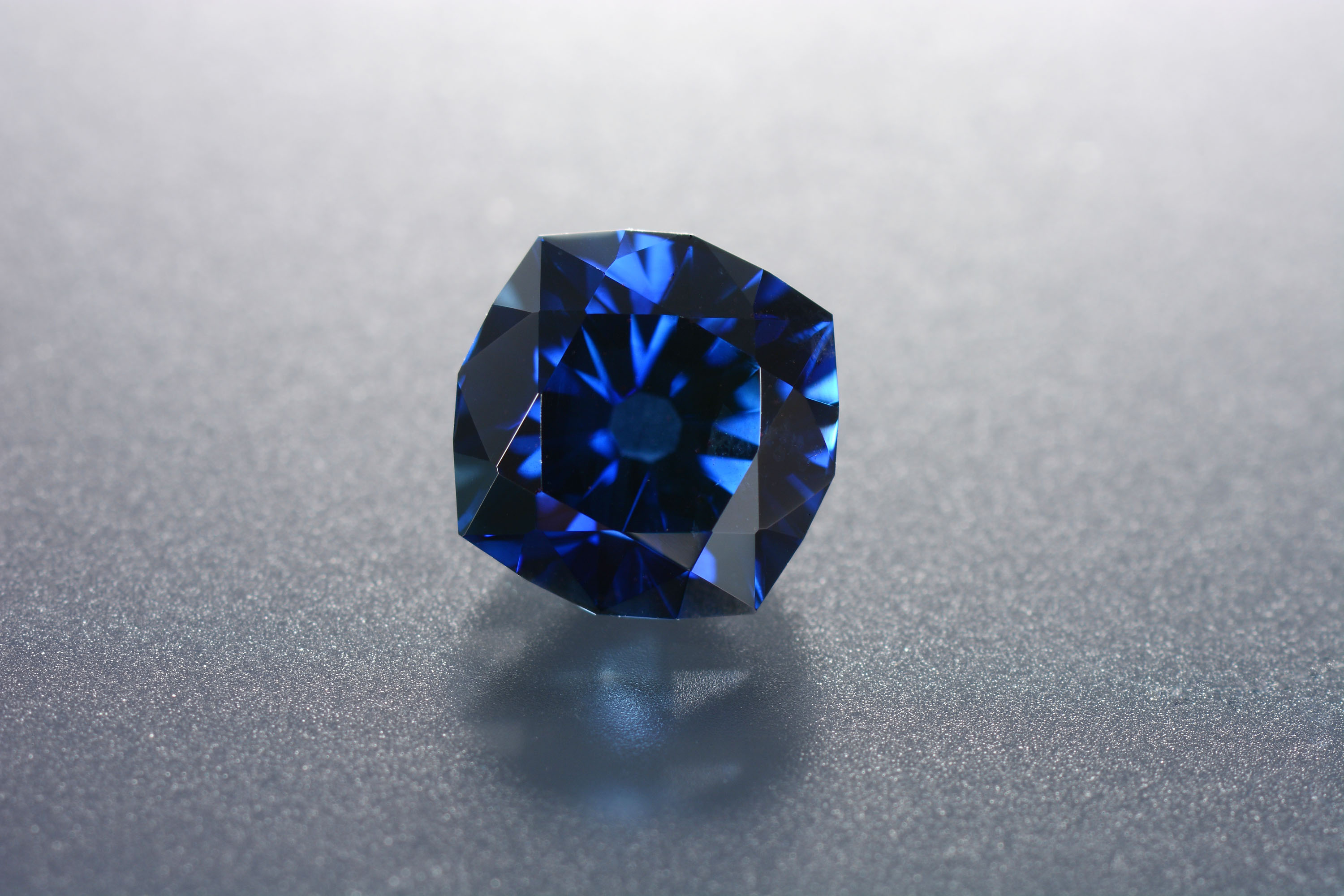 A Montana sapphire from the GIA reference collection was heated with pressure in South Korea and subsequently faceted. No damage occurred during polishing and cutting.