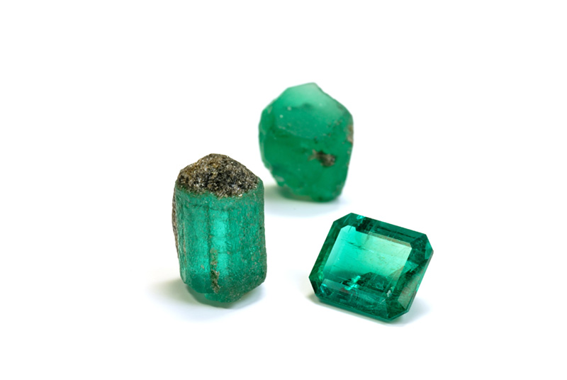 Lotus Gemology Bangkok: Rough and cut Malysheva emeralds. Photo: Wimon Manorotkul